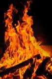 Brandvlammen in open haard royalty-vrije stock afbeeldingen