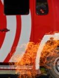 Brandvrachtwagen in gevaar royalty-vrije stock foto