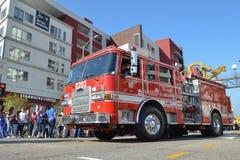 Brandvrachtwagen tijdens 117ste Gouden Dragon Parade Royalty-vrije Stock Foto's