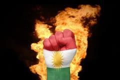 Brandvuist met de nationale vlag van Koerdistan stock fotografie