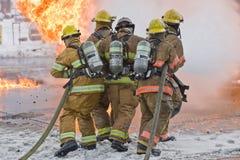 Brandweerlieden en vlammen Royalty-vrije Stock Afbeeldingen