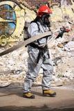 Brandweerman in licht beschermend kostuum Stock Afbeeldingen