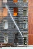 brandweerman met de pijpdraaien van de brand royalty-vrije stock afbeeldingen