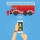 Brandweerman van de de brandvrachtwagen van het noodsituatie de mobiele telefoongesprek Royalty-vrije Stock Afbeeldingen