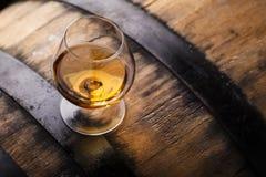 Brandy su un barilotto Immagine Stock