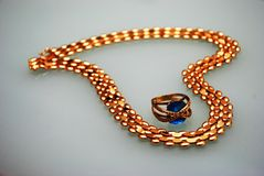 Branelli dorati a forma di del cuore Fotografia Stock