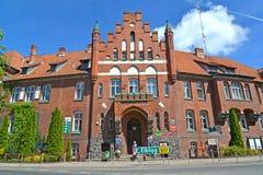 BRANIEWO, POLÔNIA Fachada da construção da autoridade municipal fotos de stock royalty free