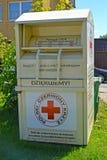 BRANIEWO, POLSKA Zbiornik dla kolekci rzeczy osobą w potrzbie Polskiego czerwonego krzyża Obraz Royalty Free