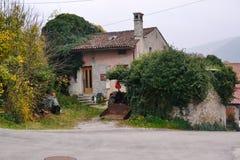 Branik Slovenia wioski widoku Gorica krasu Primorska regionu kasztel Rihenberk Kras Zdjęcie Royalty Free