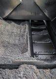 Bransch för konstruktion för closeup för maskin för paver för asfaltväg paiving Royaltyfria Foton