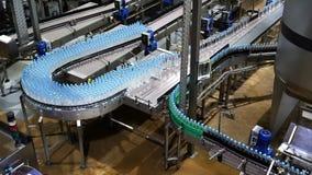 Bransch för transportör för vattenflaska ny stock video