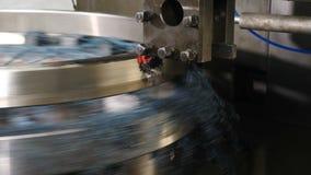 Branschtema Bearbeta med maskin process i fabriken för att uthärda produktion Funktionsduglig drejb?nk a f?r metall i fabrik Mode lager videofilmer