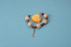 Bransoletka szydełkowi, drewniani koraliki i Obrazy Royalty Free