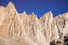 Brant berg, sequoianationalpark, montering Whitney Trail, östlig toppig bergskedja berg, Kalifornien royaltyfria bilder