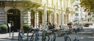 Brant-Café - ikonenhaftes terace im Freien Frankreich Stockbilder