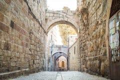 Brant gata av Jerusalem, Israel royaltyfria bilder