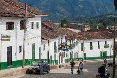 Brant gata i den San Agustin byn royaltyfri fotografi