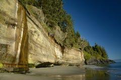 Brant klippa i mystic strand Royaltyfri Fotografi
