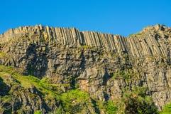 Brant klippa med lava för organrör Royaltyfria Foton