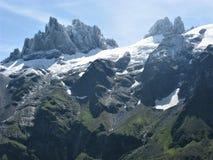 Brant klippa och höjdpunkter nära Engelberg, Schweiz Arkivfoton