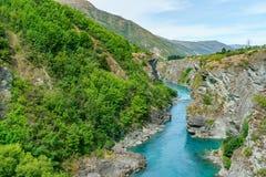 Brant kust i djup kanjon av kawaraufloden, otago, Nya Zeeland 6 royaltyfria foton