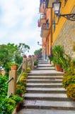 Brant trappa i Riomaggiore, Italien royaltyfri bild