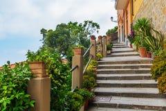 Brant trappa i Riomaggiore, Italien arkivbilder