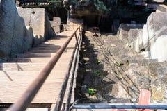 Brant trappuppgång av den Baphuon templet royaltyfri bild