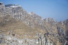 Branta brant klippa f?r Resegone maximum, Italien fotografering för bildbyråer