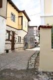 Branta gränder av Kastoria, Grekland Royaltyfri Fotografi