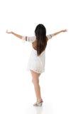 Braços asiáticos bonitos do estiramento da mulher da parte traseira Imagens de Stock Royalty Free