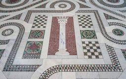 Brasão do mosaico do papa Martin V Colonna na basílica de Saint John Lateran em Roma imagens de stock royalty free
