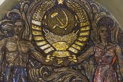 Brasão a União Soviética do trabalhador do mosaico e da exploração agrícola coletiva Fotos de Stock