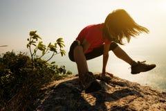 Bras-équilibre de pratique femelle de yoga Image libre de droits
