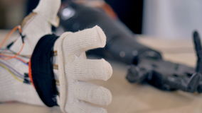 Bras artificiel répétant des mouvements d'un vrai bras 4K