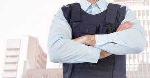 Bras de section de garde de sécurité les mi se sont pliés contre les bâtiments fanés Image libre de droits