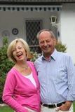 Bras debout de couples pluss âgé dans le bras Photo libre de droits