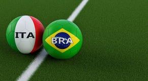 Brasil contra Fósforo de futebol de Itália - bolas de futebol em cores nacionais de Italys e de Brazils em um campo de futebol Fotos de Stock