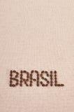 Brasil escrito com os feijões de café na lona Imagens de Stock