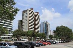 Brasil, Manaus/Ponta Negra: Prédios altos de apartamentos modernos imagens de stock royalty free
