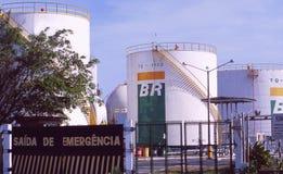 Brasil: A saída de emergência dos tanques de óleo de Petrobas no porto de Fortalezza imagens de stock