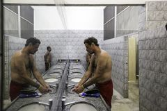 Brasil - San Paolo - The ONG Sermig - the dormitory bathrooms. Sermig is a catholic organization that work in San Paolo to help homeless and poor people stock image
