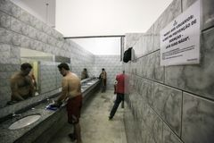 Brasil - San Paolo - The ONG Sermig - the dormitory bathrooms. Sermig is a catholic organization that work in San Paolo to help homeless and poor people stock photo