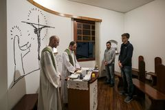 Brasil - San Paolo - A ONG Sermig - massa católica para voluntaryes imagem de stock royalty free