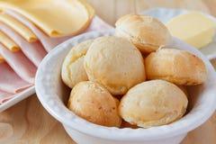 Brasileiro petisco pao de queijo (pão do queijo) Fotografia de Stock