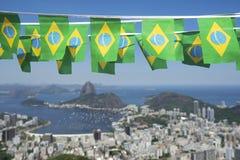 Brasilianen sjunker Rio de Janeiro Brazil Skyline Royaltyfri Fotografi