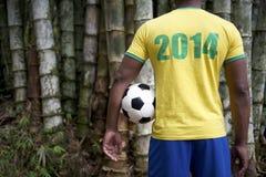 Brasilianer-Fußball-Fußball-Spieler-Dschungel-Bambus 2014 Stockfoto
