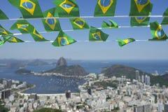 Brasilianer kennzeichnet Rio de Janeiro Brazil Skyline Stockbild