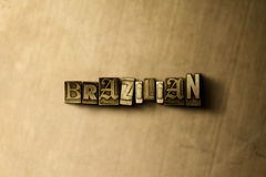BRASILIANISCH - Nahaufnahme der grungy Weinlese setzte Wort auf Metallhintergrund lizenzfreies stockfoto