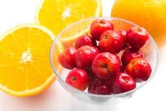 Brasilianische Acerola-Kirsche und orange Frucht Stockfoto